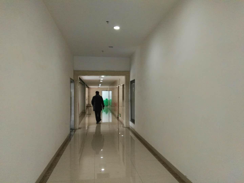 羊西丰德中心 168平米 2楼 8400元/月