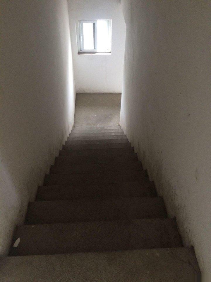 灵川灵川城区滨都一品嘉苑 5室3厅3卫 241.04平米