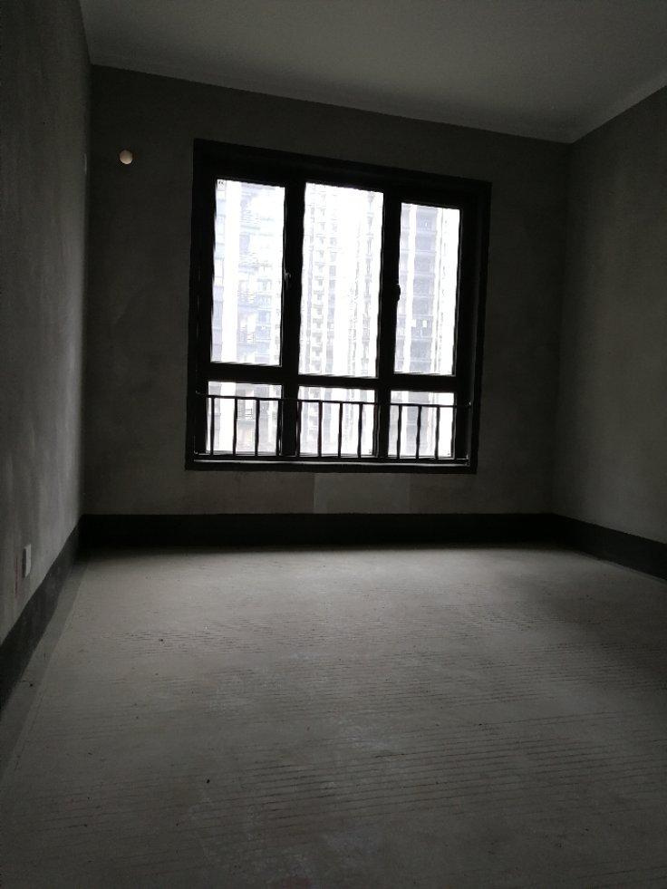 彰泰城市一号大四房南阳台双证齐全。