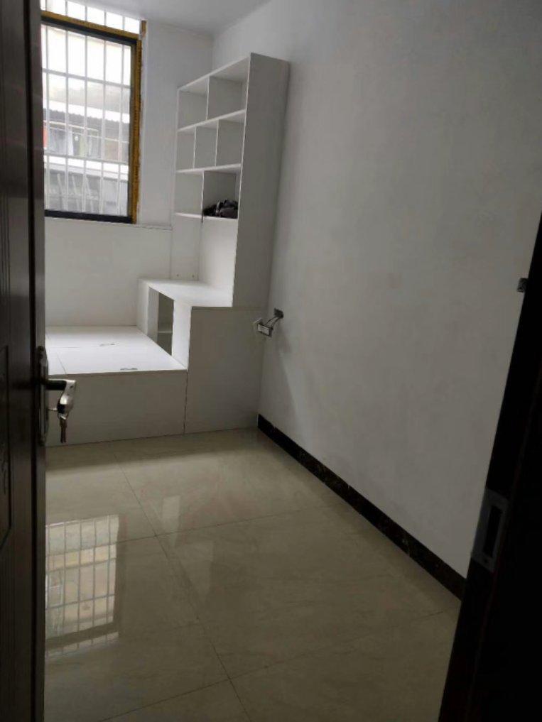 中华学区+桂林中学学区房,两房两厅,1楼,86万 方便停车