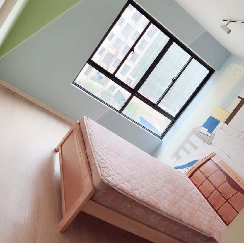 两梯三户,小区干净,屋内整洁,设施齐全