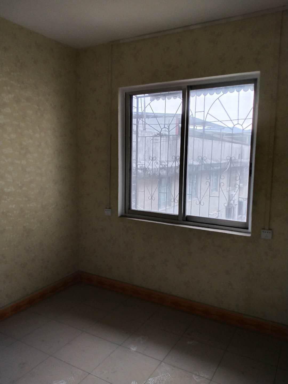 灵川政府大院简装2房 便宜出售