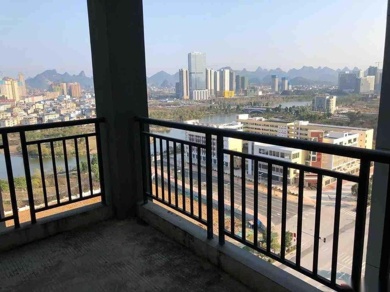 臨桂新城國奧小區4房2廳2衛毛坯房193平140萬有證無貸款