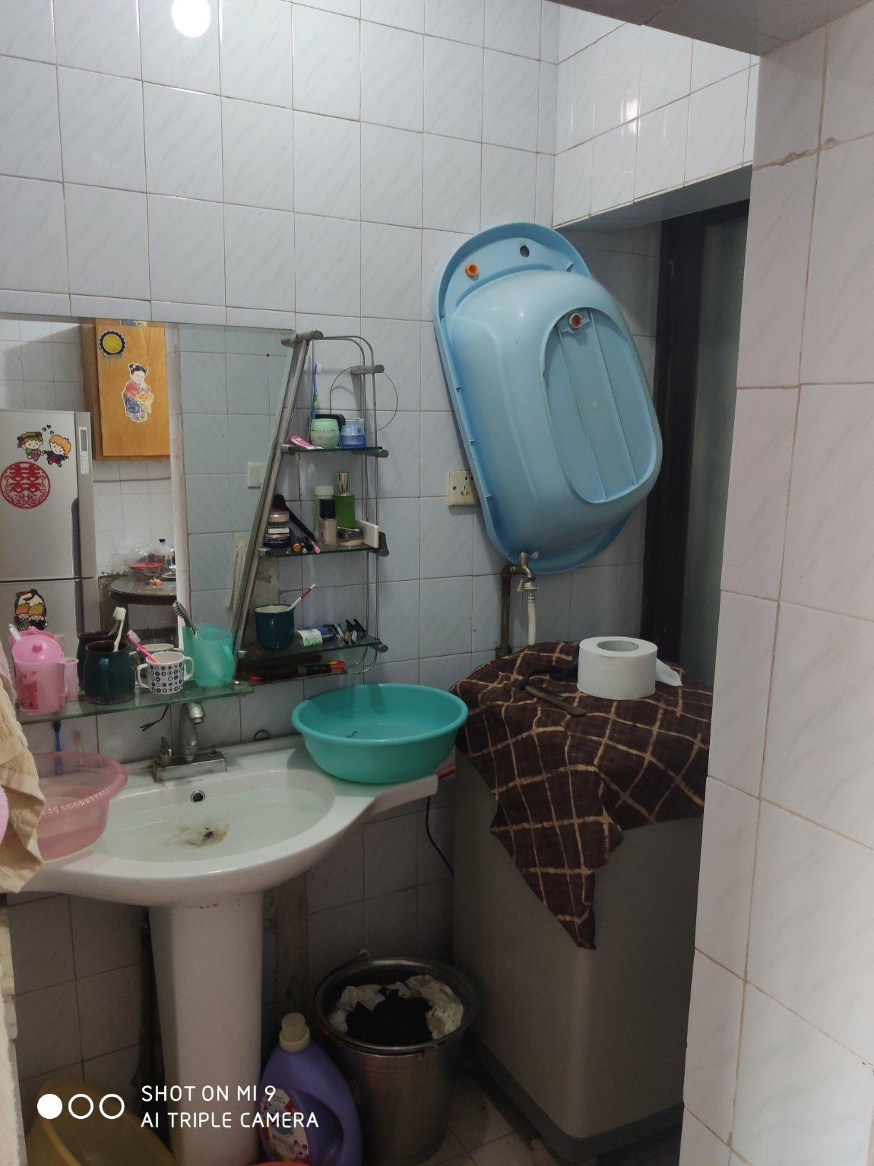 广源国际对面金元新村步梯4楼送杂物间有小区物业
