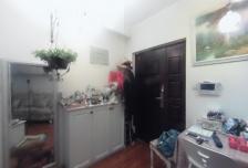 顶层一居室 业主自住装修 顶层视野采光很棒