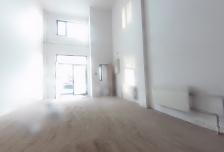 沿街门脸房毛坯70米,可改装上下两层相当于140平米,9000元每月 可注册地址